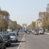 Avenida-champs-elysees-com-o-arco-do-triunfo-ao-fundo